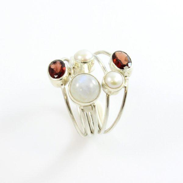 Anillo de plata de ley con granate y piedra de luna y perlas Shadisilver