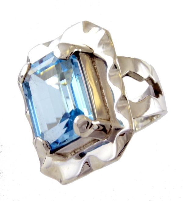 Anillo de plata de ley con topacio azul Shadisilver