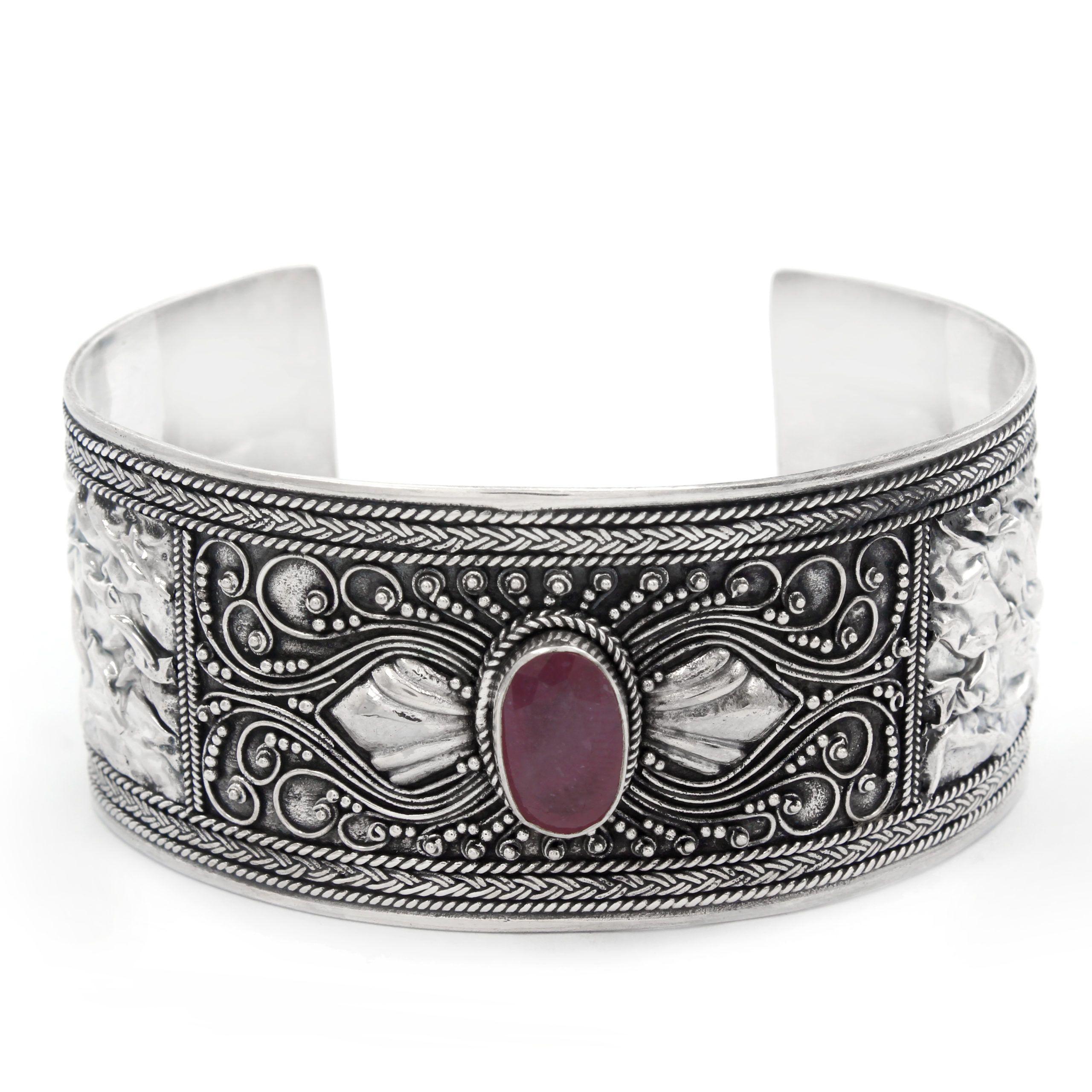 Brazalete de plata 925 con un rubí
